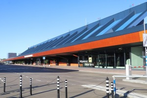 Travelnews.lv lido ar «airBaltic» no Rīgas uz Tallinu caur Helsinkiem biezās miglas dēļ 18
