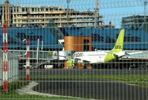 Travelnews.lv lido ar «airBaltic» no Rīgas uz Tallinu caur Helsinkiem biezās miglas dēļ 19