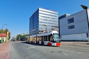 Travelnews.lv no Tallinas lidostas (20-25 min) kājām dodas uz Tallinas autoostu, lai ceļotu uz Sāremā 1