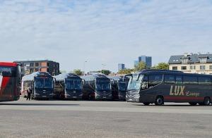 Travelnews.lv no Tallinas lidostas (20-25 min) kājām dodas uz Tallinas autoostu, lai ceļotu uz Sāremā 21