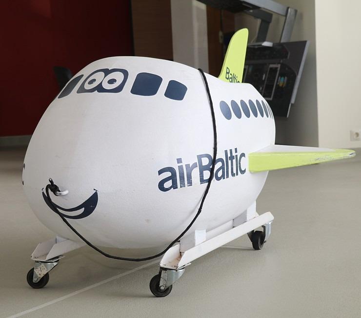 «airBaltic» Pilotu akadēmiju absolvē pieci studenti un viena studente 307002