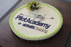 «airBaltic» Pilotu akadēmiju absolvē pieci studenti un viena studente 1