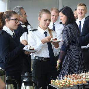 «airBaltic» Pilotu akadēmiju absolvē pieci studenti un viena studente 13