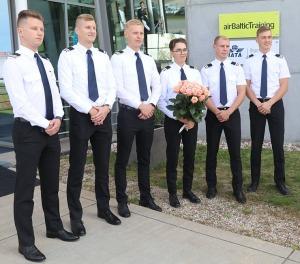 «airBaltic» Pilotu akadēmiju absolvē pieci studenti un viena studente 2