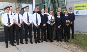 «airBaltic» Pilotu akadēmiju absolvē pieci studenti un viena studente 3