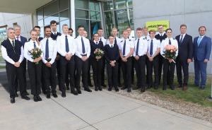 «airBaltic» Pilotu akadēmiju absolvē pieci studenti un viena studente 4