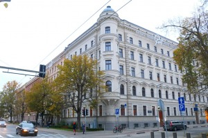 Sandra Strēle kopā ar Latvijas Mākslas akadēmiju (LMA) atklāj personālizstādi «Citi laiki» Rīgas viesnīcā «Grand Poet by Semarah Hotels» 35