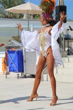 Tenerifes luksus viesnīcas «Hotel Vulcano» viesi izbauda mākslinieku priekšnesumus 11