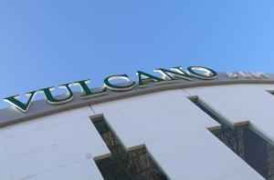 Tenerifes luksus viesnīcas «Hotel Vulcano» viesi izbauda mākslinieku priekšnesumus 15