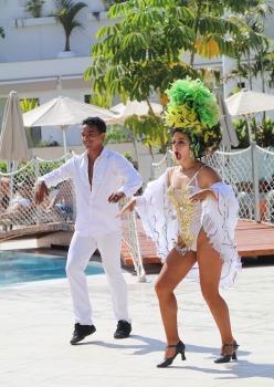 Tenerifes luksus viesnīcas «Hotel Vulcano» viesi izbauda mākslinieku priekšnesumus 4