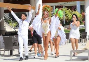Tenerifes luksus viesnīcas «Hotel Vulcano» viesi izbauda mākslinieku priekšnesumus 6