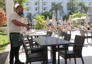 Tenerifes luksus viesnīcas «Hotel Vulcano» viesi izbauda mākslinieku priekšnesumus 8