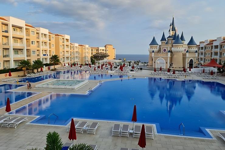 Iepazīstam ģimeņu laimīgāko viesnīcu «Fantasia Bahia Principe Tenerife» un tās priekšnesumus 308960