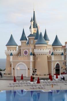 Iepazīstam ģimeņu laimīgāko viesnīcu «Fantasia Bahia Principe Tenerife» un tās priekšnesumus 2