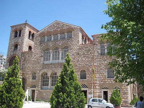 Svētā Demetra bazilika atgādina par agrās kristietības laikiem un ir viens no iespaidīgākajiem Grieķijas pareizticības pieminekļiem