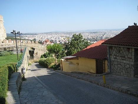 Gājēju ceļš, kas no akropoles ved uz pilsētu