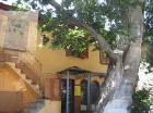 Akropoles māja ar žalūziju tipa logu aizvirtņiem, kas viduslaikos kalpoja par kondicionieri 10