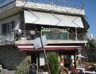 Akropolē ir daudz nelielu tavernu, kas tūristiem piedāvā garšīgas pusdienas grieķu stilā 12