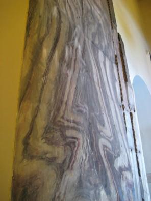 Dažās vietās ir saglabājušās V gadsimta freskas