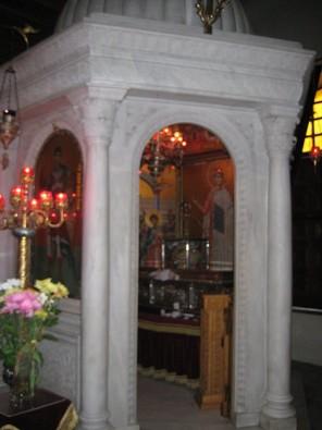 Bazilika tika uzcelta vietā, kur tika apglabāts Svētais Demetris