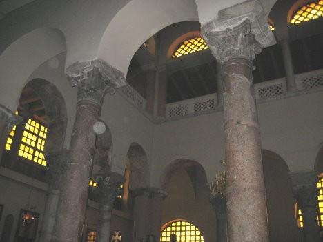 Bazilikā ir saglabājušās divas V gadsimta kolonnas