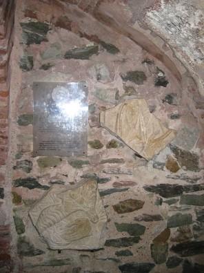 No VIII gadsimta ir saglabājušās sienu fresku daļas 23563