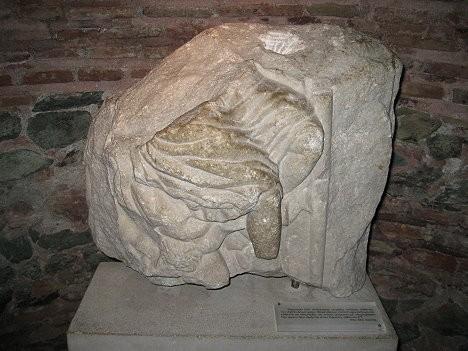 IV gadsimta skulptūras daļa