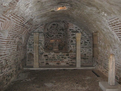 Kā liecina vēsturiskie dokumenti, tieši šajās telpās tika nonāvēts Svētais Demetris
