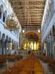 Atšķirībā no pārējām pareizticīgajām baznīcām, Sv. Demetra bazilikā ir iekārtotas sēdvietas. Grieķi uzskata, ka labāk ir sēžot domāt par Dievu, nekā s 3