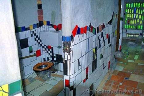 Raibākā tualete pasaulē Jaunzēlandē, pilsētā Kawakawa, kas ir pieejama kā publiskā tualete un to projektējis ir pasaules slavens dizainers Friedensrei 28979