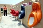 Lielākā publiskā tualete ir Ķīnā (Chongqing), kas tika atklāta 2007. gada jūlijā 2 800 m2 platībā un piedāvā dažādu tēlu pisuārus   (Bilde: web.de) 4
