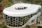 Dienvidkorejā ir uzbūvēta villa poda formā un ir pieejama ar divām guļamistabām un trīs luksus tualetēm par 50 000 ASV dolāriem dienā. Tās īpašnieks i 7