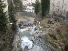 ...tālāk ūdenkritums aiztek lejā uz ciematiņa pusi 16