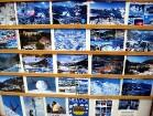 Tūristus priecē daudzveidīgās pastkartes, kuras turpat vietējos veikaliņos ikviens var iegādāties... 17