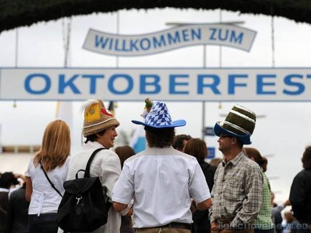 Bavāriešu alus svētki Oktoberfest ir sākušies un tie ilgs līdz 4.10.2009 Foto: Focus.de un Deutschland-tourismus.de