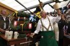 Minhenes mērs atklāj Oktoberfest, ko svin jau no 1810.gada. Foto: Focus.de un Deutschland-tourismus.de 3
