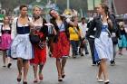 Alus svētkus padara krāšņus bavāriešu nacionālie tērpi. Foto: Focus.de un Deutschland-tourismus.de 6