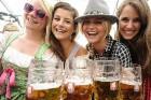 Oktoberfest pulcē daudzus muzikantus, jo alus teltīs skan bavāriešu mūzika 11