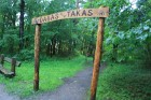 Turpat blakus iekārtotas dabas takas, kur interesenti var pastaigāties meža klusumā 12