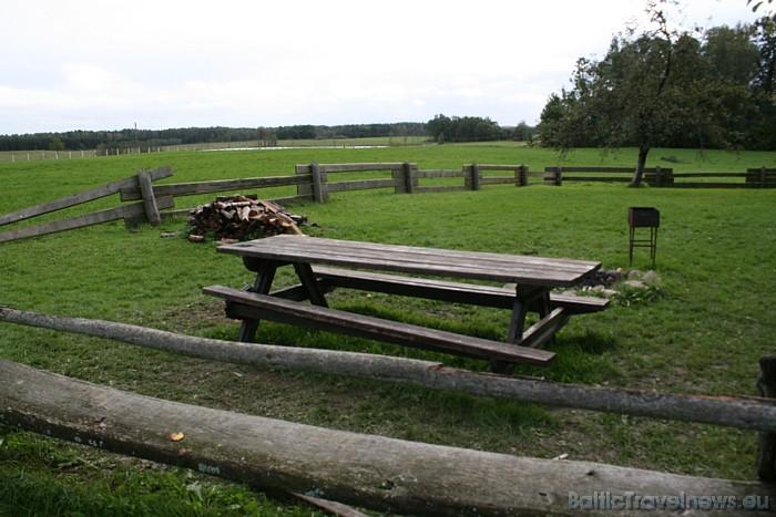Ikviens apmeklētājs tiek aicināts izmantot Cīruļu piknika galdus