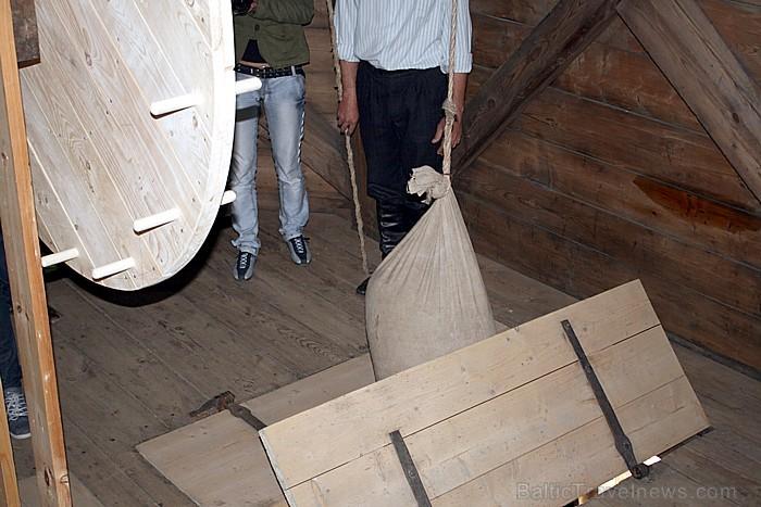 Apmeklētāji varēs ar ķerrām atvest graudu maisus, ar pacelšanas mehānismu uzcelt tos trešajā dzirnavu stāvā