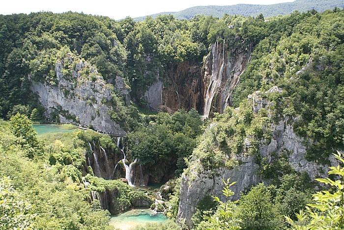 """Nacionālais parks """"Plitvices ezeri"""", kopš 1979.gada ir iekļauts UNESCO pasaules kultūras mantojuma sarakstā"""