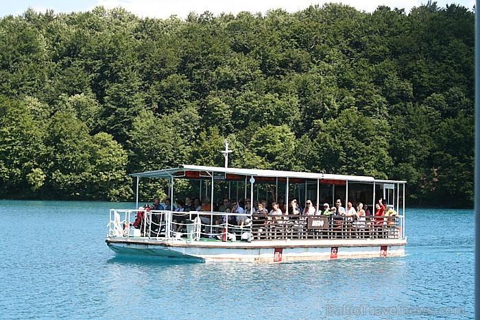 Pāri lielākiem ezeriem var pārkļūt ar jahtu, plostu, bet ielejas restorānā lieliski papusdienot