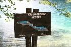 Nelielās informatīvās tāfeles norāda ezeru ūdens krituma augstumu 8