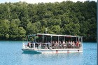 Pāri lielākiem ezeriem var pārkļūt ar jahtu, plostu, bet ielejas restorānā lieliski papusdienot 20