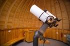 Teleskopi ļauj paskatīties tālajos Visuma