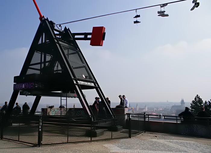 Prāgas metranoms ar brīnisķigu skatu uz Vltavas upi. Tika celts 1991.gadā pēc Josifa Staļina pieminekļa nojaukšanas -  www.czechairlines.lv 73488