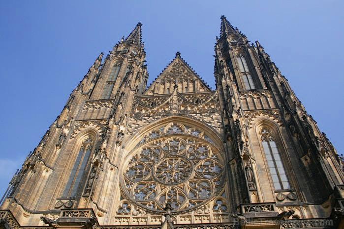 Prāgas pils kompleksa galvenais apskates objekts ir Svētā Vitusa katedrāle, kas ir izcils gotiskā stila šedevrs -  www.czechairlines.lv 73498