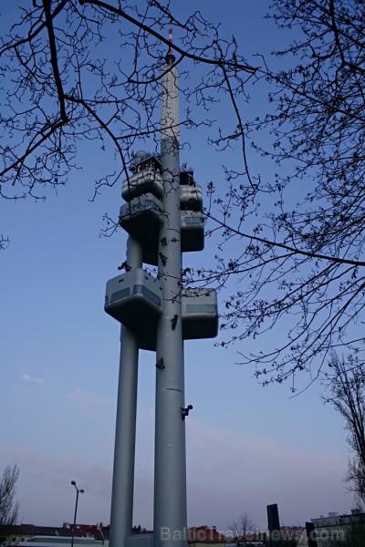 Prāgas televīzijas tornis, kas pārsteidz ar radošo pieeju tā fasādes dizainam -  www.czechairlines.lv 73513