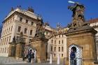 Čehijas galvaspilsētas dārgakmens - Prāgas pils. Pils ir iekļuvusi Ginesu rekordu grāmatā kā lielākais saskaņotais pils komplekss pasaulē -  www.czech 41